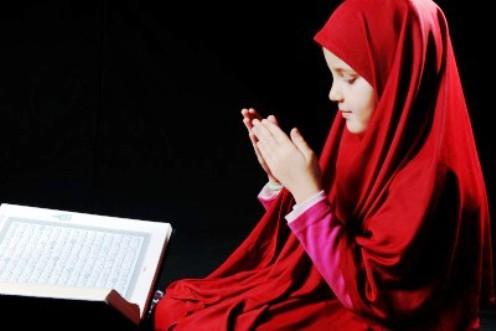 Photos of Female Muslims Making Dua